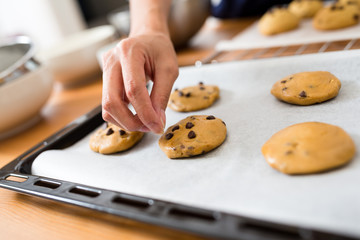 Adding chocolate chip on cookies