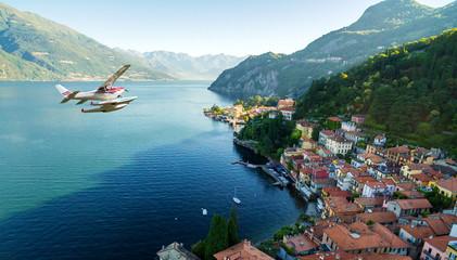Idrovolante in volo sopra Varenna - Lago di Como (IT)