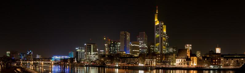 Frankfurt Skyline bei Nacht
