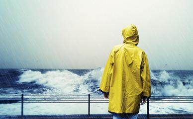 Grauer, regnerischer Tag am Meer