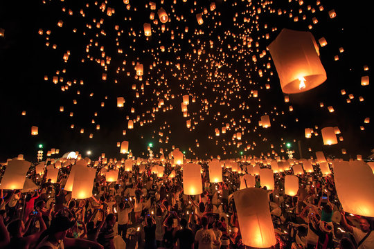 CHIANG MAI, THAILAND - NOVEMBER 8, 2014:  Visitors are launching colorful lanterns in Loykratong festival at Chiangmai, Thailand.