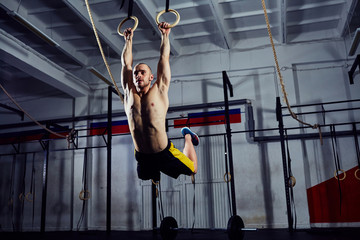 Aluminium Prints Gymnastics Muscle-up exercise on the gymnastic rings