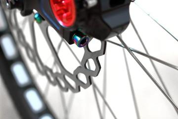 マウンテンバイクの前輪の油圧ディスクブレーキ