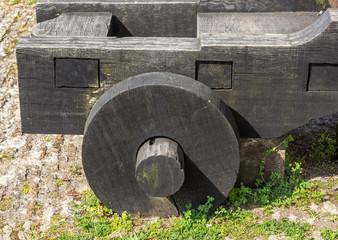 Roda de madeira antiga.