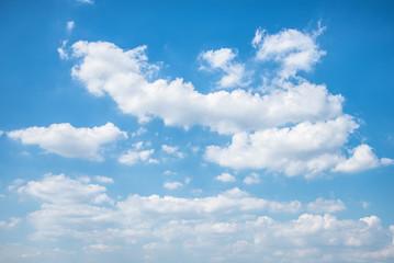 夏の青空と浮雲