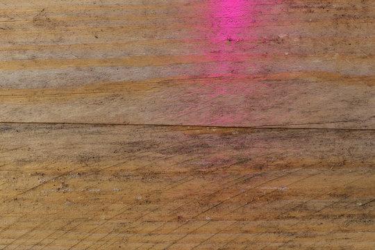 Holztextur mit rosa Farbe