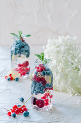 Sparkling water with berry and mint