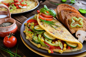 Omelet with pepper, tomato, corn, green onion, cucumber, mushroo