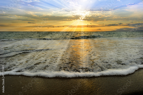 Wall mural Ocean Sunset Rays