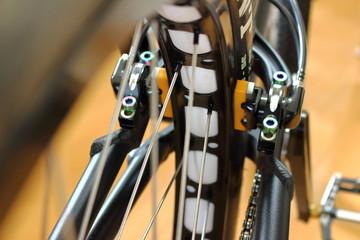 トライアルバイクの後輪と油圧リムブレーキ