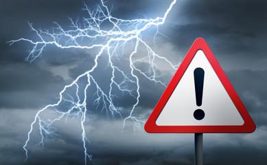 Warnschild vor Gewitter und Blitz