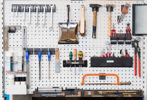 lean produktion 5s werkzeugwand stockfotos und lizenzfreie bilder auf bild 117297486. Black Bedroom Furniture Sets. Home Design Ideas