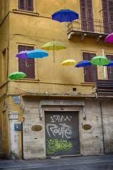 Ombrelli a Ferrara, via Mazzini - Emilia Romagna