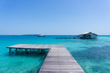Photos illustrations et vid os de eau turquoise - Maison sur pilotis maldives ...