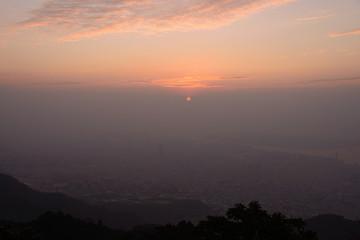 日の出 神戸・摩耶山掬星台からの眺め