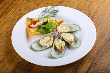 Baked mussels in cream sauce