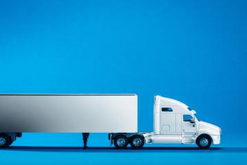 大型トラック,青背景