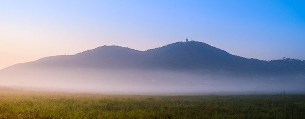 Tuinposter Heuvel Distant hills on misty morning