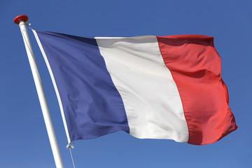 französische Flagge im Wind