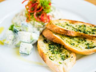 hummus with garlic bread