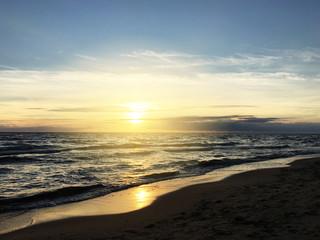 Obraz Zachód słońca nad morzem - fototapety do salonu