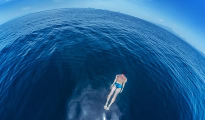 Fototapete - Man in the sea