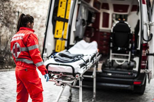 Barella su ambulanza