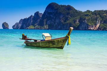 Boot am Strand bei Phuket, Thailand, Asien