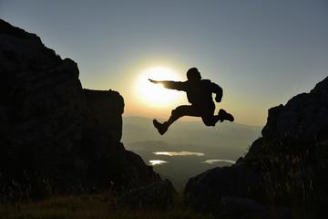 enerjik dağcı & zıplamak & hoplamak