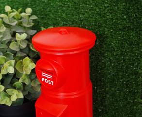 郵便、ポスト、郵便ポスト、年賀、はがき、郵送、配送、配達、ビデオレンタル、手紙、正月、日本、赤、丸