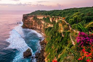 La pose en embrasure Bali Scenic landscape of high cliff with fantastic sunset sky at Uluwatu . Travel Bali, Indonesia