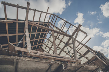 Roof construction with wooden planks