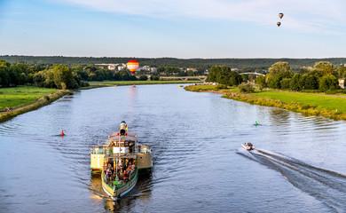 Raddampfer und Heißluftballon in Dresden - Tourismus an der Elbe 2