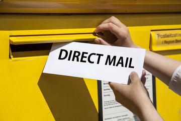 Direct Mail auf Brief beim Briefkasten