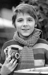 Primer Plano de un Joven Fotógrafo