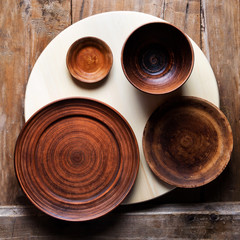 A set of plates on a round wooden tray