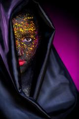 арт макияж на темном фоне