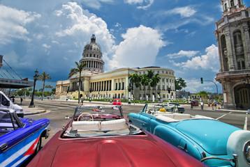 Poster de jardin Havana Havana Capitol view from an oldtimer