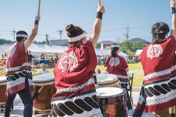 夏祭り和太鼓演奏の風景