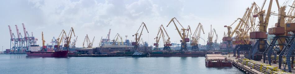 Panorama of sea cargo port Fototapete
