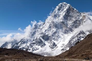 Fototapete - View of Cholatse Peak from route to Cho La Pass, Solu Khumbu, Nepal