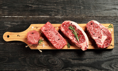 Fotorolgordijn Vlees Fresh raw Prime Black Angus beef steaks on wooden board
