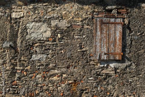 Vecchio Muro Esterno Di Mattoni Con Intonaco Sbrecciato In Diversi