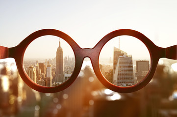 Brille vor New Yorker Skyline