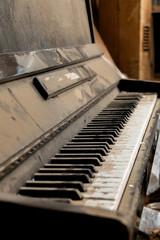 the old piano in the dust