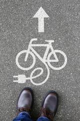 Mann Mensch E-Bike Ebike E Bike Pedelec Elektro Fahrrad fahren U