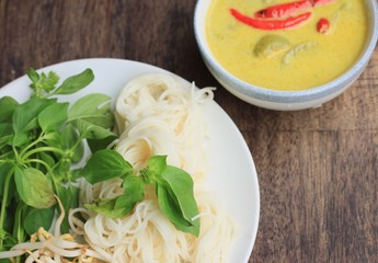 green curry and rice noodle