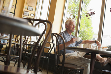 Caucasian man drinking coffee in restaurant
