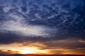 abendlicher Wolkenhimmel