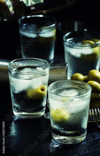 Alcoholic cocktail with dry white vermouth green olives for Green cocktails with vodka